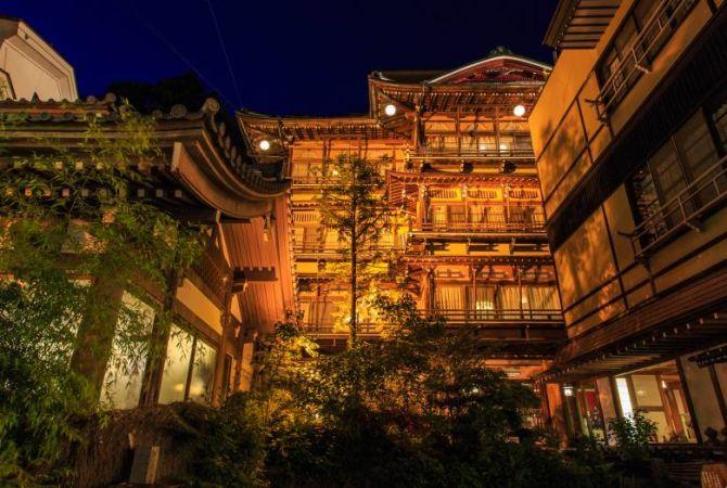 Поиск отелей и рёканов